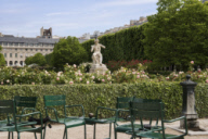 "Palais-Royal, le jardin, ""Charmeur de serpents"""